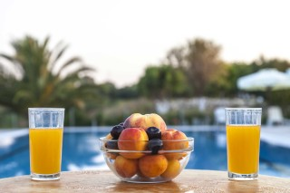 facilities nautilus hotel pool bar